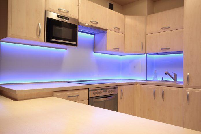 Rekonštrukcia kuchyne – osvetlenie kuchynskej linky